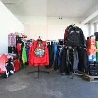 Details zu  ca. 1900 Teile MARKEN Sportbekleidung Geschäftsauflösung Restposten Teamsport