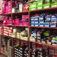 Lagerauflösung Kinderschuhe Adidas, Converse, Armani, Burberry u.a.